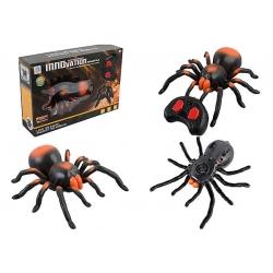 Пластиковый тарантул на пульте управления и светящимисм глазами